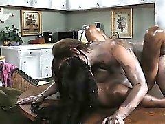 Sotkuinen ja sexy lesbo rakastavaiset