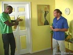 Vita granne blir analt av svarta arbetarna