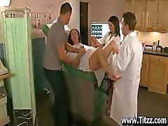 Орал с Nurse Ann Мэри чтобы успокоить ним