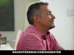 DaughterSwaps - Teen fucks äldre pappa