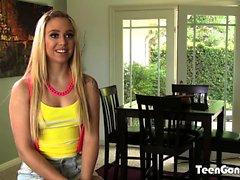 TEENGONZO Lucy Tyler saugen Hahn und Bälle vor dem Ficken
