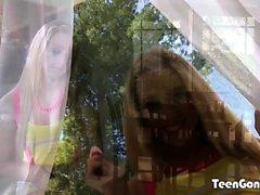 TEENGONZO Lucy Tyler succhia il cazzo e le palle prima di cazzo
