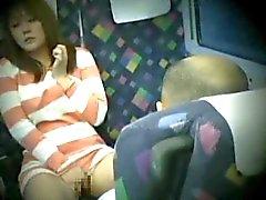 Молодая женщина поймал мастурбировать в поезда