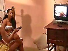 Aline Dias e Karoline - Pantera Da Colegias Cena2