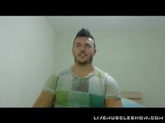 Joshua Muscle webcam show