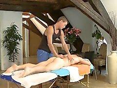 Anal maldito explícito en muchacho durante el masaje