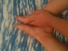 amica si massaggia i piedi! sexy!