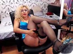 Blonde amateur mature couch pounding