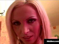 Penthouse Pet Nikki Benz leva um galo enorme em sua quente do bichano!