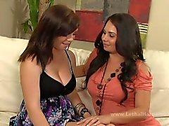 Demonstrando -lhe o caminho lesbiana