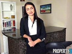 L'agente sexy di PropertySex Jennifer Jacobs accetta l'offerta del cliente