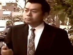 Asiático com grandes mamas com buceta peluda está sendo perfurado