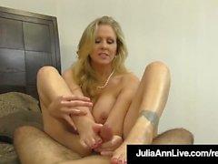 Hot Classy Milf Julia Ann toma um pênis em sua boca e mãos!