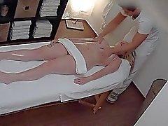 Checo Massagem com Óleo e Merda