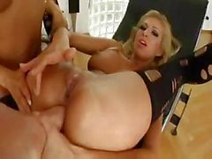 Bonny Bon is anal fisted