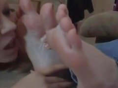 The Girl Feet Is Worshiped While She Is Texting