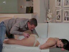 comer buceta a um sono bonito da menina intensa foda e orgasmos quentes