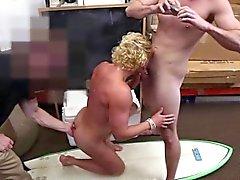 Blond prålig grabben blir tight arslet knullad