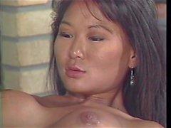 Grande tittie asiática obter's dildo fodido por loira