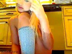 Маленькая грудная блондинка, любительская подростковая сирена