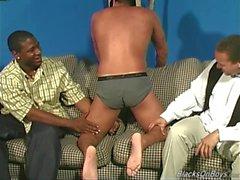 Amatörsex kille blir kuk i röven av svarta gangsters