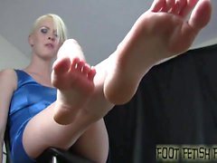 Worship my feet and I will give you a reward