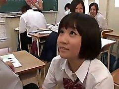 Sınıf ortamında Sexy gösterir