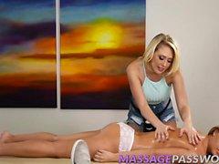 Zoey Taylor frotando Kagney Linn Karter dulce lesbianas coño