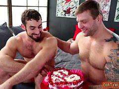 Muskel gay oralsex med cumshot