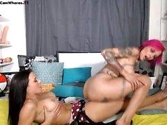 Lesbisk Eve Angel slickar stora bröst