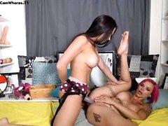 Lesbian Eve Angel leckt dicke Titten