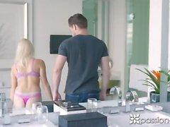 PASSION-HD Hotel nauraa ja kasvojen kanssa blondie Madison Hart