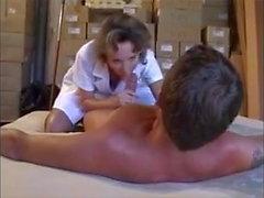 infirmiere francaise se donne a fond pour son patient