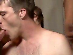 Homosexuell XXX Heck er gibt nicht einem Bohrer ob er oben bzw. bott
