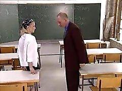 estudante fode sua professora na sala de aula