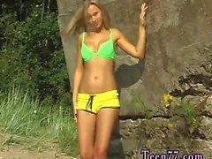 Jenny Stuben Wichsvorlage Linda erwischt den Ball nackten sich am Strand
