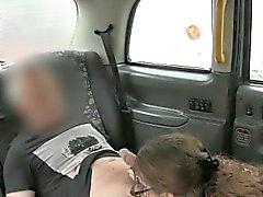 Spregiudicatezza mora chick indica il driver di un pompino e poi scopata