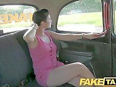 FakeTaxi - Прага красавица в лондон такси