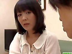 Femme matures asiatiques de Hitomi bénéficie d'un nuageux erotic