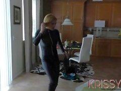 Krissy Lynn bryter sig in i Jennifers över Whites Howss och fattar vad hon vill ha