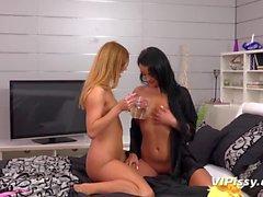 Vipissy: meando lesbiana extrema con 2 chicas guapas