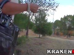 Krakenot - Provosoiva MILF voyeur video ulkona