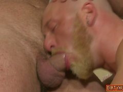 Muscle bear anal et éjaculation anale