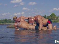 grosse bite trio gay et fonctionnalité vidéo 1 Ejaculation