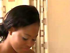 Ebony массажистки Babe к Лицам Нетрадиционной Сексуальной массажно