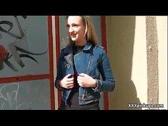 Açık Sokakta Teen Czech Amateur Girl 21 ile Kamuya Açık Seks