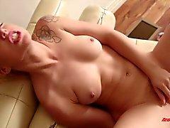 Honung Lucy Tyler Masturbating
