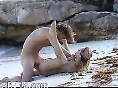 reizende Kunst Geschlechts von Horn Paar am Strand