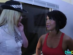 Brit police domina jerk
