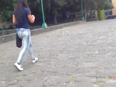 Ass in jeans , culo de universitaria